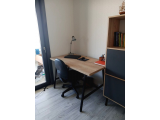 Dayanaklı modern çalışma masası